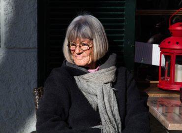 Notruf Uhr mit Sturzmelder für Senioren bietet mobile Sicherheit im Alltag.